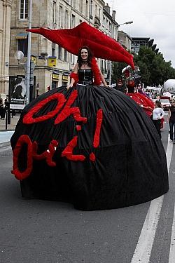 Beim Gay Pride Bordeaux 2008. Die Forderung nach Ehe-�ffnung ist nun abgehakt - Quelle: Wiki Commons / Ddalbiez / CC-BY-SA-3.0