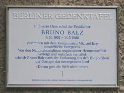 Gedenktafel am ehemaligen Wohnhaus von Balz in der Fasanenstraße 60 in Berlin - Quelle: (cc) Axel Mauruszat / wikipedia