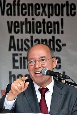 Gregor Gysi ist seit 2005 Fraktionsvorsitzender der Linken im Bundestag. Zuvor war er von 1990 bis 1998 Vorsitzender der Bundestagsgruppe der PDS und von 1998 bis 2000 der PDS-Bundestagsfraktion.