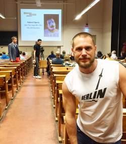 """Florian Klein beim Vortrag """"Naked Opera � Die Pornographie des Musiktheaters"""" Ende Januar in der Berliner Humboldt-Uni"""
