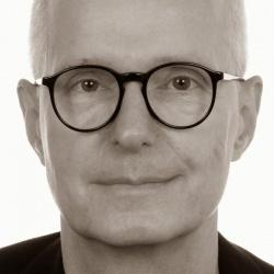 Hans H�tt, Jahrgang 1953, ist freier Journalist und Autor. Er war u.a. Mitgr�nder von Radio 100 in Berlin und Verleger und Lektor im Verlag rosa Winkel - Quelle: privat