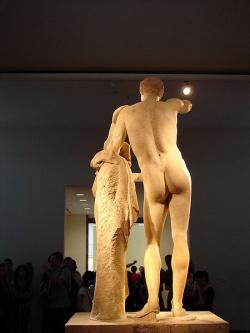 Nette Rundungen bei den Alten Griechen: Statue Hermes des Praxiteles