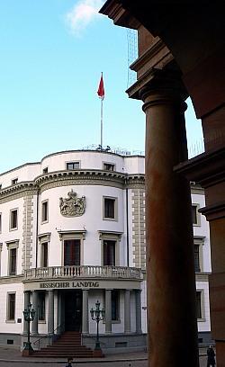 Eine gute Dreiviertelstunde wurde am Donnerstagmorgen im Hessischen Landtag �ber eine Rehabilitierung der Nachkriegsopfer des Paragrafen 175 diskutiert - Quelle: dierkschaefer / flickr / cc by 2.0