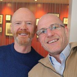 Jimmy Somerville mit unserem Autor Robert Niedermeier - Quelle: Selfie mit vielen Facebook-Likes