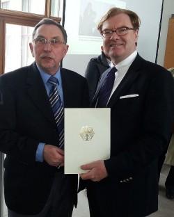 Joachim Müller (li.) mit Berlins Kultur-Staatssekretär André Schmitz (SPD) - Quelle: Jörg Steinert