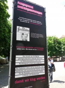 Aufsteller erinnern w�hrend des Kirchentags an die Verfolgung von Homosexuellen im Dritten Reich - Quelle: Andreas Zin�er