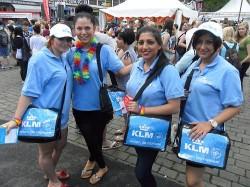 Tagelang himmelblau: Die Damen vom KLM-Promoteam - Quelle: Jeffrey Wahl
