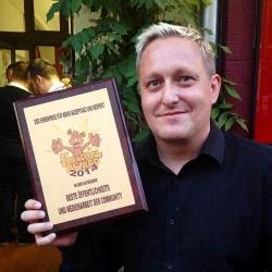 Im vergangenen Jahr durfte queer.de-Gesch�ftsf�hre Micha Schulze mit einem Knuddel Award nach Hause gehen - Quelle: Dominik Dierich