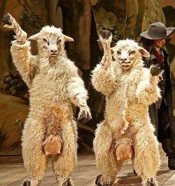 """Camp: Tanzende Schafe mit dicken Eutern in der H�ndel-Oper """"Xerxes"""""""