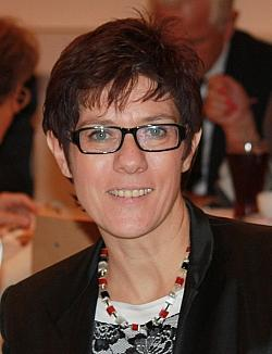 Für ein bisschen Gleichstellung, aber gegen gleiche Rechte: Saarlands Ministerpräsidentin Kamp-Karrenbauer (CDU)
