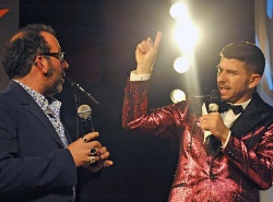 """""""Gute Unterhaltung muss nicht billig sein"""" schreibt Kriss Rudolph (re.) auf seiner Homepage. Hier ist er mit Barrie Kosky beim Berlin Song Contest 2014 zu sehen"""