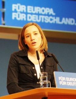 Prominenteste CDU-Bef�rworterin einer Gleichstellung im Steuerrecht ist Familienministerin Kristina Schr�der - Quelle: Michael Panse / flickr / cc by-nd 2.0