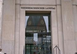 """Der Landtag in Niedersachsen entscheidet über eine Aufnahme des Merkmals """"sexuelle Identität"""" in Artikel 3 der Landesverfassung - Quelle: 5mal5 / flickr / cc by-nd 2.0"""