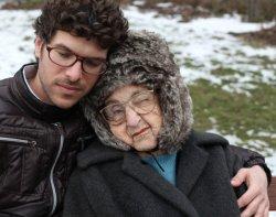 Zwei charakterstarke Diven: Miriam Weissenstein und ihr schwuler Enkel Ben kämpfen um ihren Fotoladen