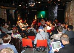 Polit-Debatte unter der Disco-Kugel: Rund 100 Teilnehmer fanden am Mittwoch den Weg ins Berliner SchwuZ - Quelle: Robert Niedermeier