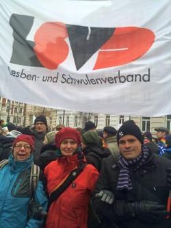"""LSVD-Mitglieder beteiligten sich im Januar 2015 bei der Demo gegen die """"Besorgten Eltern"""" in Hamburg - Quelle: LSVD"""