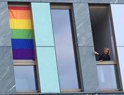 Am Freitag hing sich Christine Lüders bereits aus ihren Büro, um einen Teilerfolg aufzuzeigen - Quelle: ADS / Facebook
