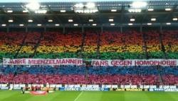Fanaktion gegen Homophobie in Mainz in diesem Jahr. Vor den Fans habe er am meisten Angst, berichtet der anonyme schwule Bundesligaprofi. - Quelle: Markus Delnef