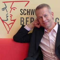 Marcel de Groot, Geschäftsführer der Schwulenberatung Berlin gGmbH, macht sich für eine langsame Verbesserung der Gehälter stark, um neue Projekte nicht zu gefährden - Quelle: Schwulenberatung