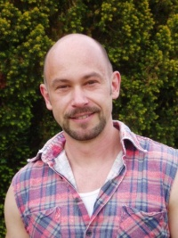 Markus Dullin ver�ffentlichte zahlreiche Romane. 1998 wurde er f�r den Literaturpreis der Schwulen Buchl�den nominiert