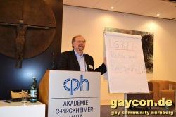 """""""LGBTI-Rechte und Religionsfreiheit?!"""" lautete eines der Themen auf der Konferenz, die in einem katholischen Tagungshaus stattfand  � Jesus schaute von hinten zu - Quelle: gaycon.de"""