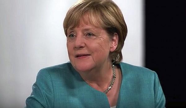 Merkel stellt sich Fragen von vier jungen YouTubern