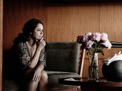 Miss Kicki hat andere Sorgen und vernachlässigt ihren Sohn - Quelle: Barnsteiner Film