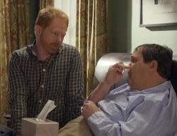 """Pl�tzlich ist einer krank. Das schwule Paar Mitch und Cameron in der Serie """"Modern Family"""" (Montags ab 20:15h) - Quelle: RTL Nitro"""