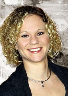 """Mona Eichler wurde 1982 in Starnberg geboren und lebt  in M�nchen. Sie arbeitet als freie Journalistin, Mediatorin und als Jugend- und Sexualberaterin. Von """"Sex, Liebe und Farben"""" ist ihr erster Roman"""