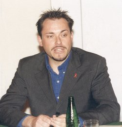 """Gleitgel-Experte Oliver Kaiser brachte 2013 das Produkt """"CUM ON"""" auf den Markt, das für Analverkehr optimiert und mit entzündungshemmenden Wirkstoffen angereichert ist"""