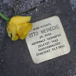 Stolperstein f�r den Rosa-Winkel-H�ftling Otto Meinecke: Auch sein Name befindet sich in den Haftb�chern