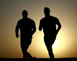 Wer wirklich unzufrieden mit dem eigenen Körper ist, sollte Sport treiben – vielleicht läuft einem dabei der nächste Partner über den Weg? - Quelle: Pixabay.com ©skeeze (CC0 1.0)