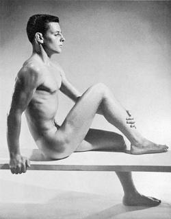Die Posen sind heute andere, unver�ndert aber gelten die Sch�nheitsattribute schlank und muskul�s in der Aktfotografie - Quelle: John Palatinus/servicewerk-berlin.de