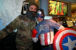"Halloween in Philadelphia: Im schwulen Traditions-Club ""T.O.C."" k�sst Fidel Castro auch schon mal Captain America - Quelle: Robert Niedermeier"