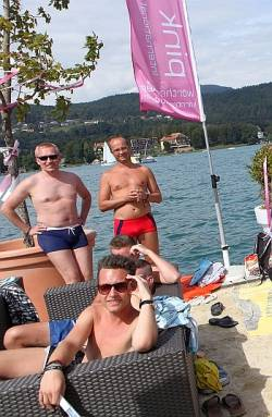 "Sandstrand am W�rthersee: Am ""Pink Lake Beach Club"" kann man tags�ber chillen - Quelle: W�rthersee Tourismus/Fotostudio Horst"