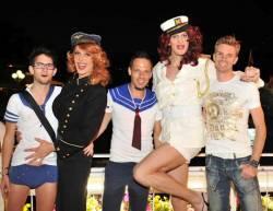 Bei der Boat Cruise Party am Samstag werden Lederhose und Karohemd gegen ein Matrosen-Outfit getauscht - Quelle: Fotostudio Horst/W�rthersee Tourismus