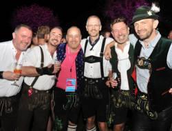 Z�nftiger Auftakt des Festivals ist traditionell die Almdudler Trachtenparty - Quelle: Fotostudio Horst/W�rthersee Tourismus