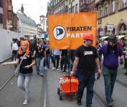 Beim Frankfurter CSD 2011 gen�gte den Piraten noch ein Bollerwagen - Quelle: Peter Wenz / CC BY-NC-SA 2.0