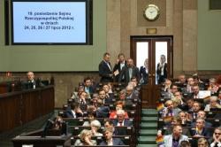 Bei einer früheren Abstimmung zur Homo-Ehe im letzten Sommer hatte die Opposition Regenbogenflaggen mitgebracht