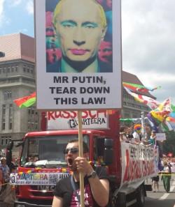 """Lauter Protest der Szene (wie hier beim CSD in Berlin) und stille Diplomatie der Politik konnten das Gesetz gegen """"Homo-Propaganda"""" nicht verhindern - Quelle: Norbert Blech"""