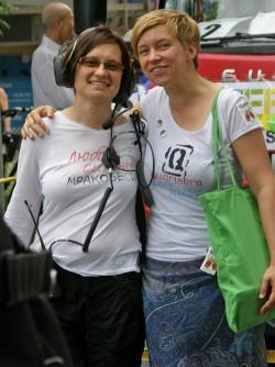 Regina Elsner (r.) mit Mitstreiterin Zlata beim Berliner CSD - Quelle: Olgerta Ostrov