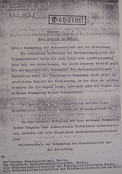 """Himmlers Geheimerlass fordert eine """"wirksame Bek�mpfung"""" der """"Volksseuche"""" Homosexualit�t als """"eine der gr��ten Gefahren f�r die Jugend"""" - Quelle: ondamaris.de / wikipedia"""