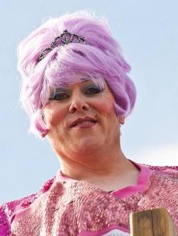 Ein B�rgermeister im Fummel: J�n Gnarr beim Gay Pride Reykjavik 2011
