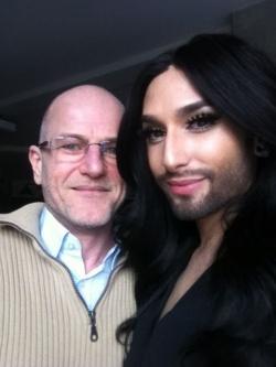 Conchita Wurst mit queer.de-Autor Robert Niedermeier
