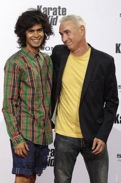 Roland Emmerich (re.) mit seinem 30 Jahre jüngeren Freund Omar De Soto