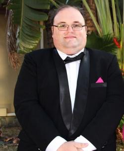 """Der """"absolute Romantiker"""" Ingo sucht trotz des rosa Winkels in der Brusttasche eine Partnerin: """"Meine Traumfrau muss kein Topmodel sein"""" - Quelle: RTL"""