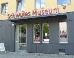 Eingang des Schwulen Museums* in der Lützowstraße 73 in Berlin-Tiergarten