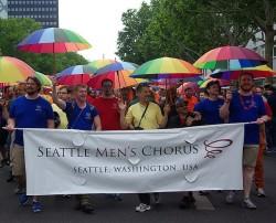 Am Samstag marschierte der Seattle Men's Chorus als eigener Block bei der Demo des Berliner CSD e.V. mit - Quelle: Dominik Dierich