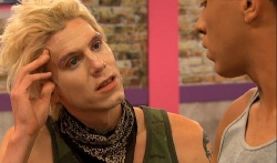 "Sharon Needles ungeschminkt in der Show - Quelle: Screenshot ""RuPaul's Drag Race"""