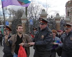 Russische LGBT-Aktivisten wurden am Dienstag in St. Petersburg von der Polizei abgef�hrt